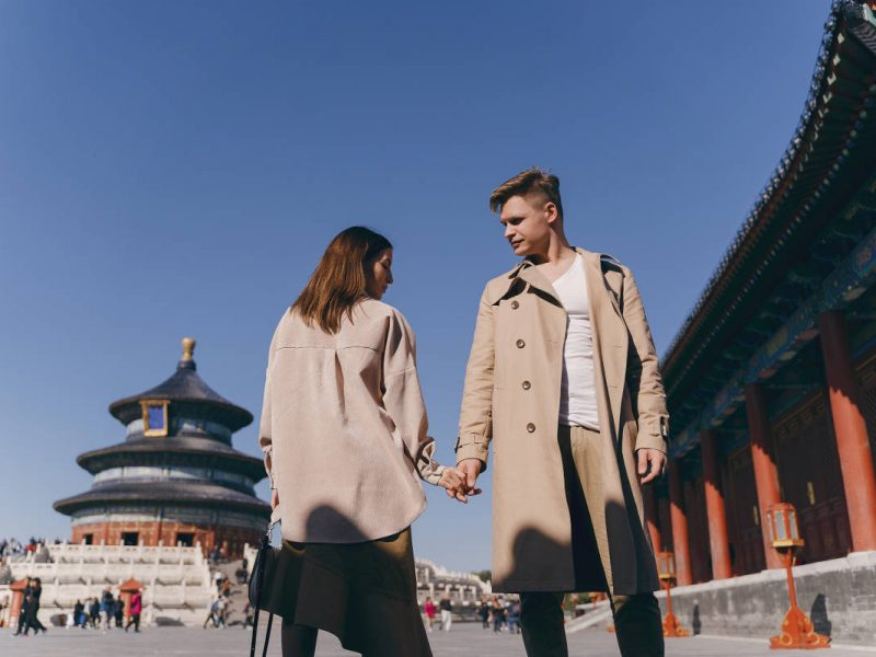 6-beautiful-couple-very-much-in-love-exploring-china